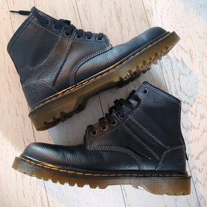 Dr Martens Roseland 7 eyelet leather boots